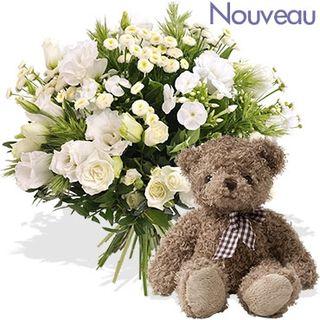 Harry l'ourson accompagne ce bouquet Interflora tout blanc
