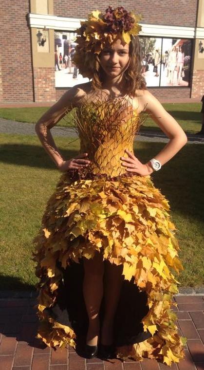 Une robe en feuille d 39 automne le pouvoir des fleurs for Feuille de piano robe de mariage